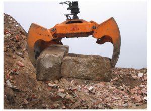 S-Serie_Combigrab_700_liter_med_betonsklodser-www_INT_570_SRC